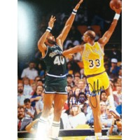 Abdul-Jabbar, Kareem (Los Angeles Lakers) Signed 11x14 Photo