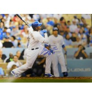 Arruebarrena, Erisbel (Los Angeles Dodgers) Signed 11x14 Photo.