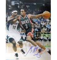 Jennings, Brandon (Milwaukee Bucks) Signed 11x14 Photo.