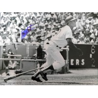 Mota, Manny (Los Angeles Dodgers) Signed B&W 11x14 Photo.