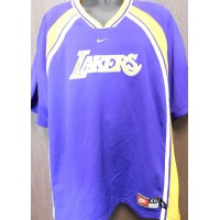 Worthy, James (Los Angeles Lakers) Signed warm up shirt size XXL on the front.